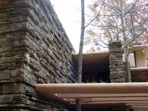 Камень, вписанный в архитектуру